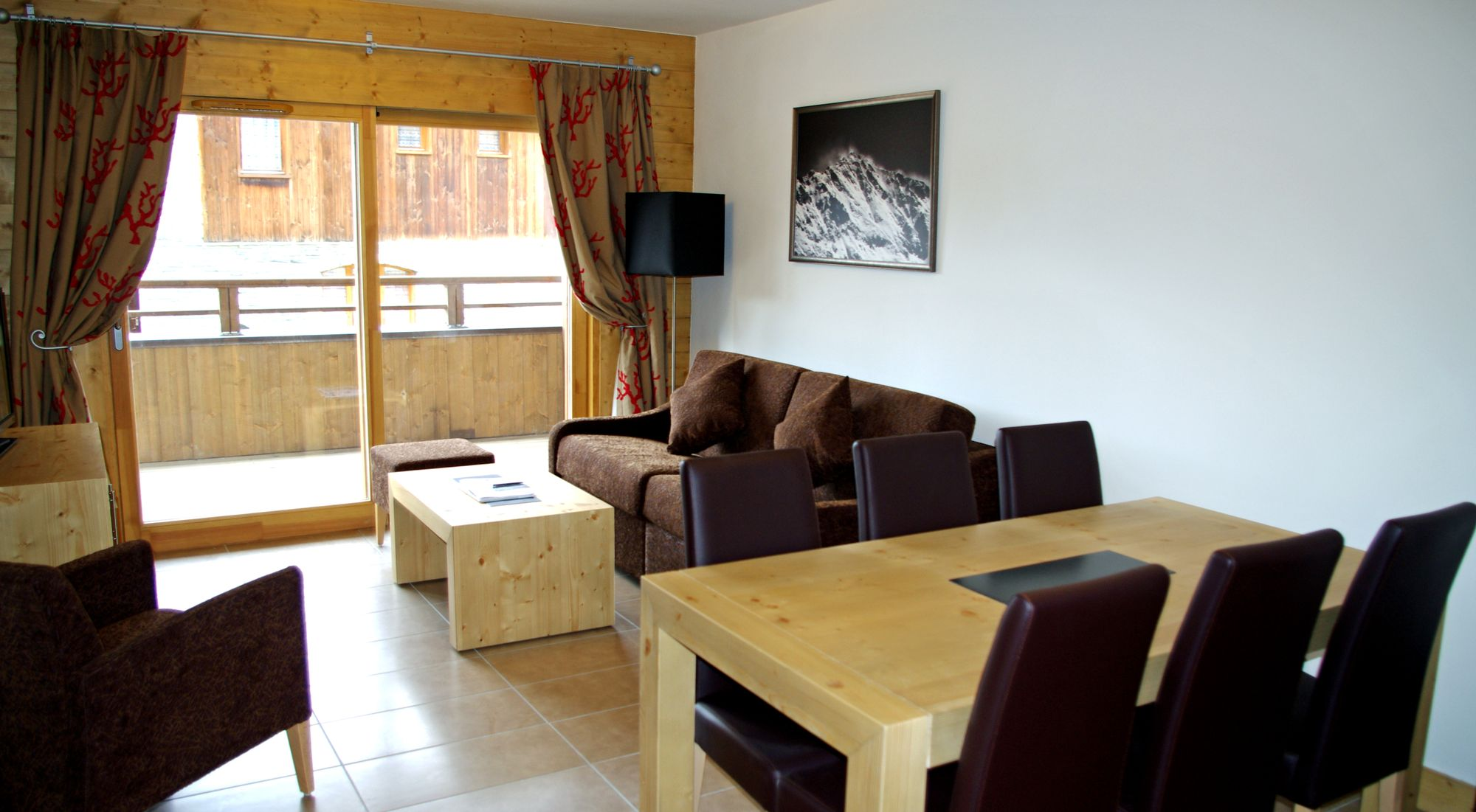 Location-Champagny-résidence-Balcons-Etoilés-chalet-coin-repas